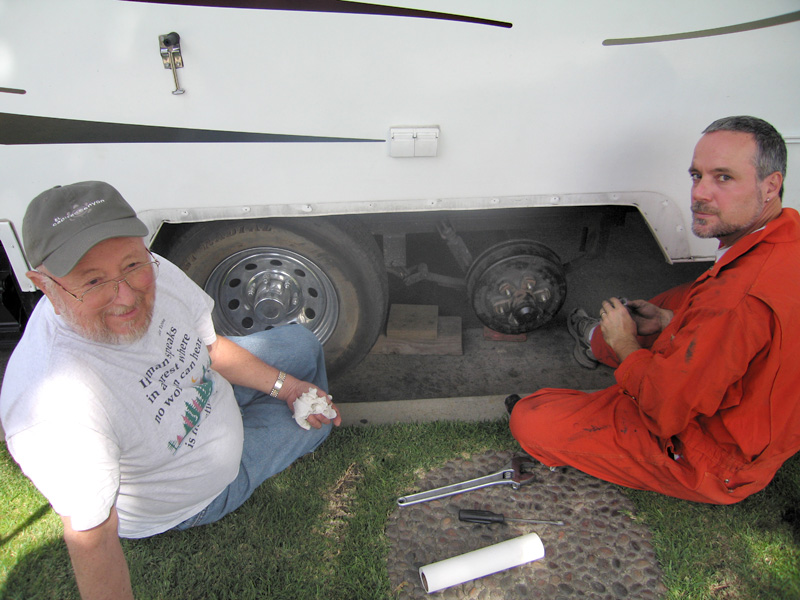 El Jefe teaches Jim how to repack trailer wheel bearings