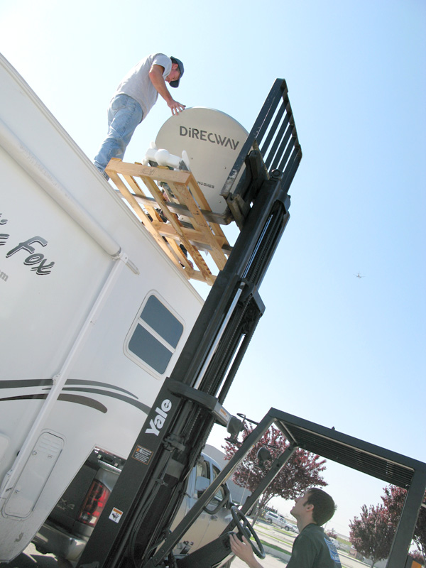 Jim helps re-install Datastorm F2 0n RV roof at MotoSat