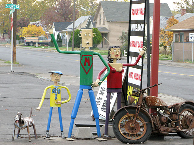 Walla Walla, WA Muffler Man Family Near Ice-Burg Drive-In