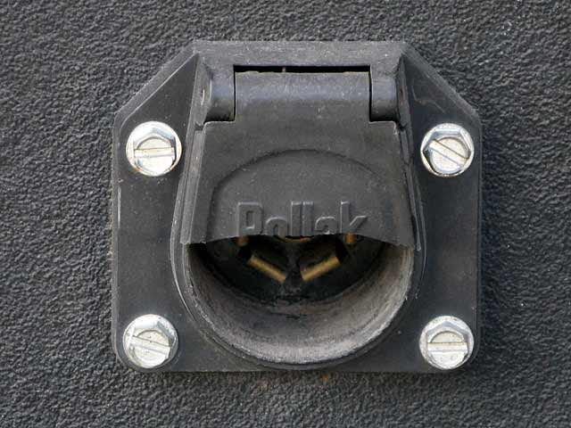 7-pin trailer cord outlet