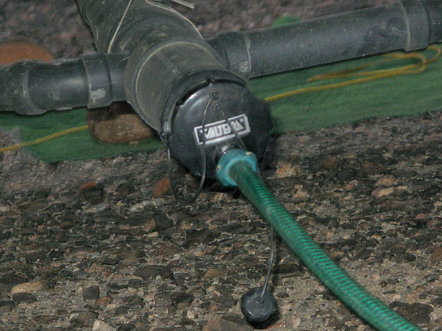 Jun 2012. Connect your RV dump line into the septic system between the house and septic tank, never into the drain field.