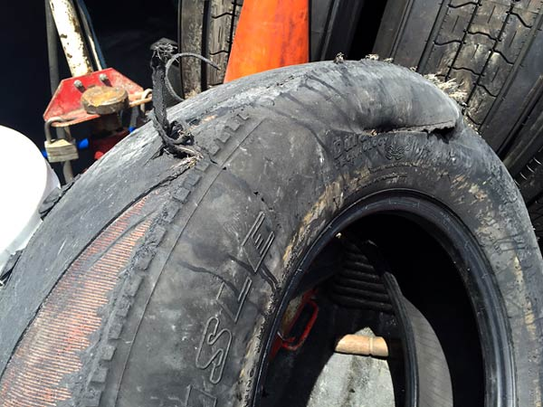 Fifth Wheel Trailer Tire Blowout Roadside Flat Repair