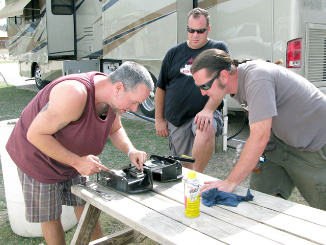 Jim troubleshooting Superglide 5th wheel hitch with NuRVers