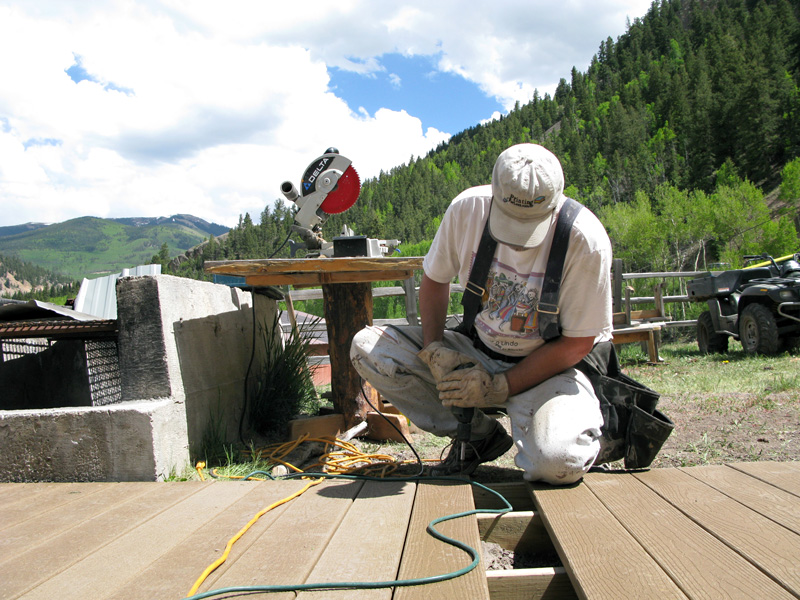 Workamper Jim Builds New Vickers Ranch Deck