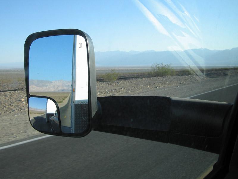 Steady fifth wheel trailer